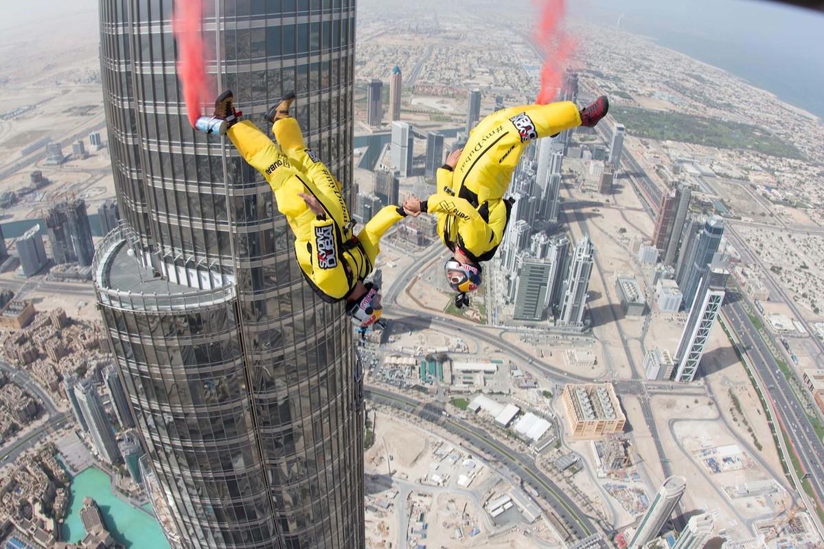Скок с парашут от най-високо сграда в света - Бурж Халифа.