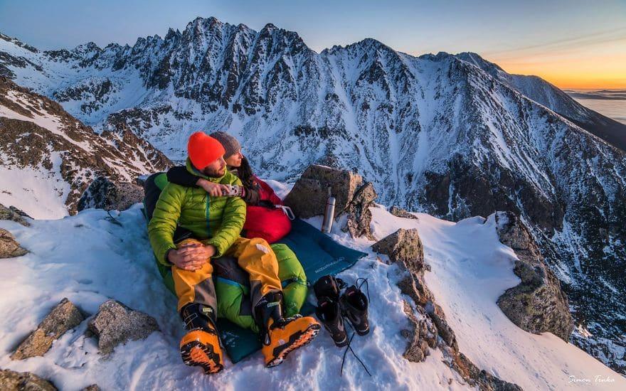 Любов в планината през зимата.