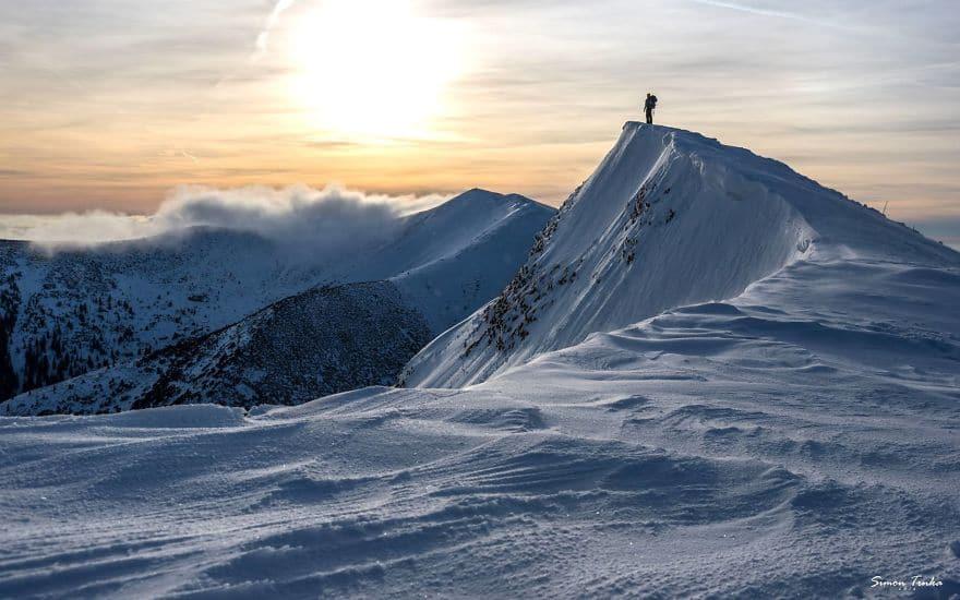 Зимен алпийски пейзаж.